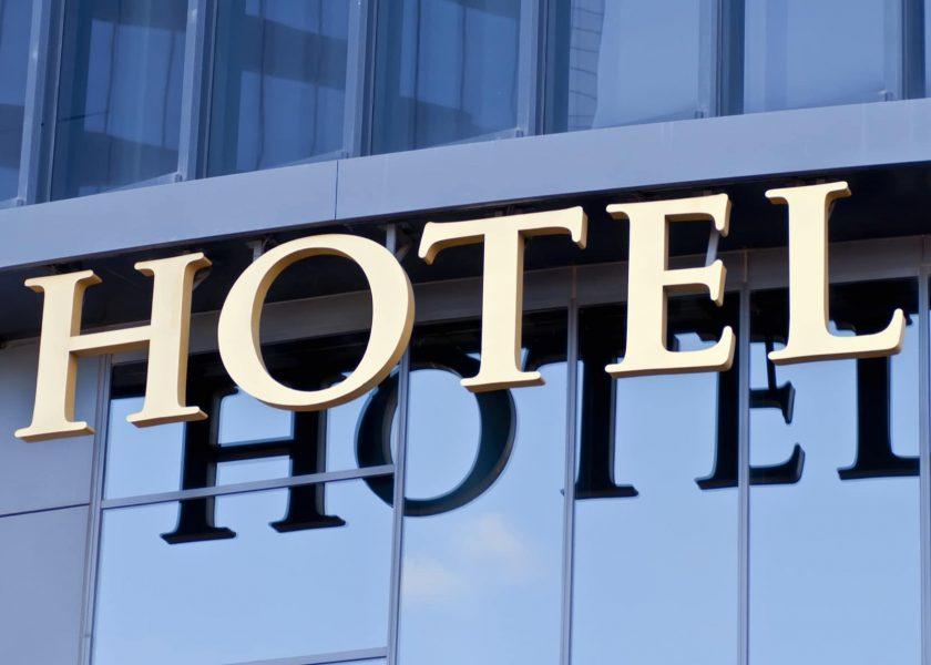 Hotelreinigung. Hotel Service. - Die Hotelreinigung stellt einen der wichtigsten Punkte in der Führung ihres renommierten Hauses dar. Die Spezialisierung in diesem Fachgebiet spiegelt sich durch unsere Referenzen wieder. Seit Jahren sind wir einer der führenden Hotelreiniger in Frankfurt am Main, am Flughafen Frankfurt (Airport) und dem gesamten Rhein-Main Gebiet. - Hotelreinigung - Angebot anfragen!